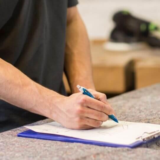 Tischlermeister Richard Wintermann baut handgefertigte Möbel nach Kundenwunsch