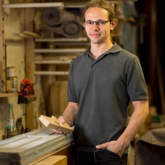 Richard Wintermann ist Tischlermeister mit Werkstatt im Leipziger Westen.